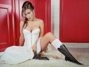 Carmen en robe corset blanche