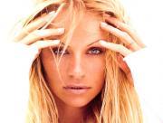 Pamela Anderson en blanc